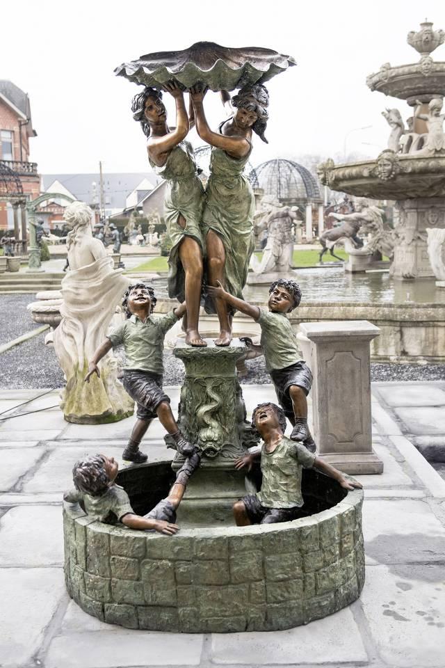 Tuinbeelden En Fonteinen.Bronzen Beelden Fontein Met Spelende Kinderen En Vrouwen