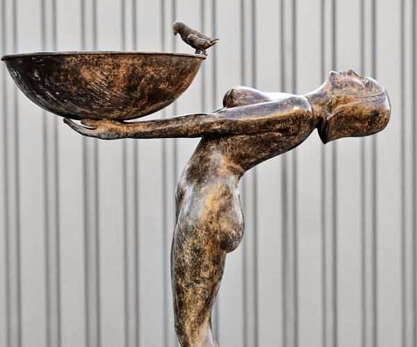 Meisje met fontein - Modern bronzen tuinbeeld