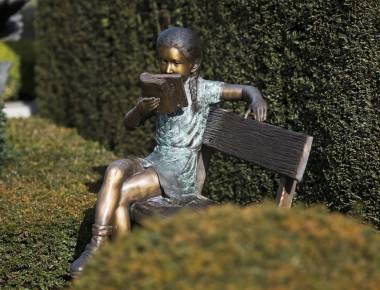 Klassiek bronzen tuinbeeld